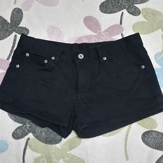Black sexy shorts Repriced to 50 pesos only!