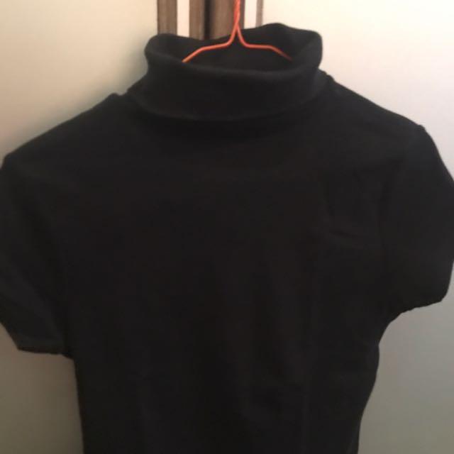 black zara basic neck shirt