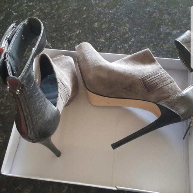 guess shoes i am reducing half price before 50