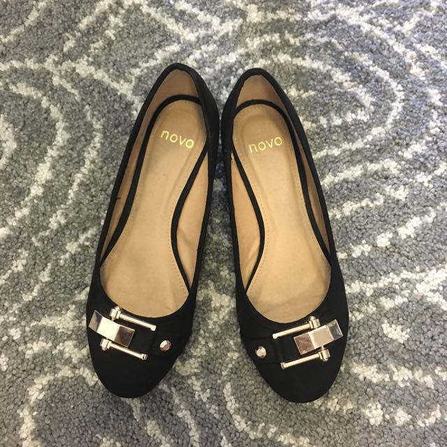 Low Black Wedges with Buckle Feature