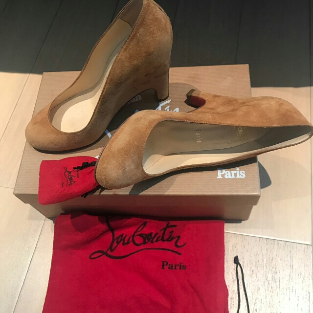 SALE! Very Good Condition Louboutin Suede Wedges sz 36