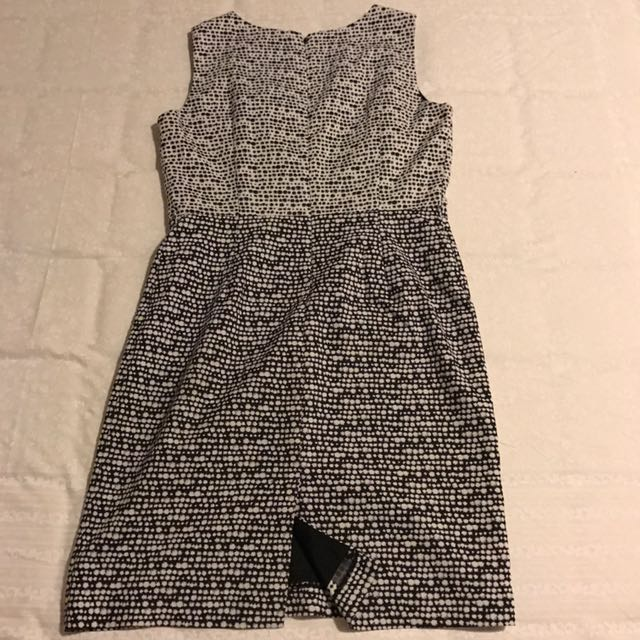 The Executive Dress ukuran L