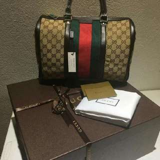 Gucci bag authentic complete inclusion