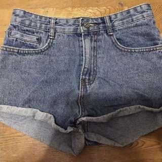 ✨(出清降價💯)百搭修身牛仔短褲👖💙