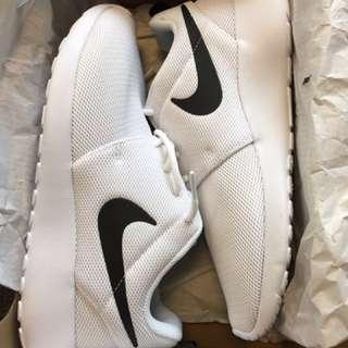 Brand new Nike roshe women 6.5