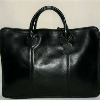 ⚡️Sale Alert⚡️💸RUSH SALE💸💯(PRE-LOVED) Genuine Leather Laptop Case (made In Korea: good Condition) Rush Selling! BLACK