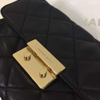 Michael Kors 黑色真皮菱格鏈條袋 (golden sling bag) 三用包.