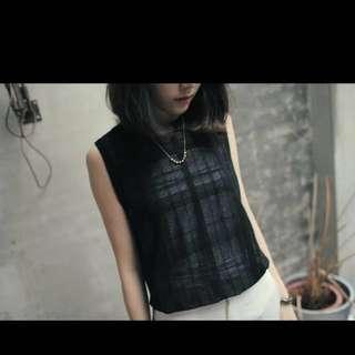 KARINA購入正韓網格針織透膚下擺開衩前短後長上衣