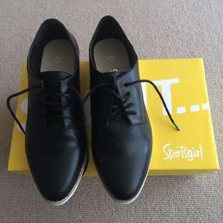 Sportsgirl black leather shoes size 7