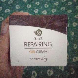 Secret Key Snail Repairing Gel Cream