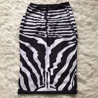 Skirt no brand bahan bagus the executive