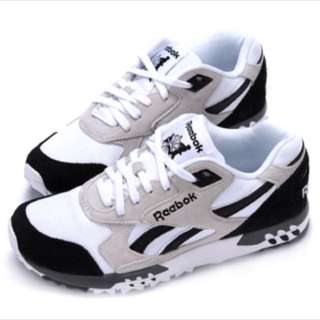 Reebok AR1276黑灰白運動鞋 ❤️