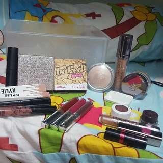 《DECLUTTER》 Make up stash