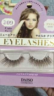 False eyelashes / Falsies