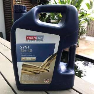 Synthetic 5W-40 motor oil