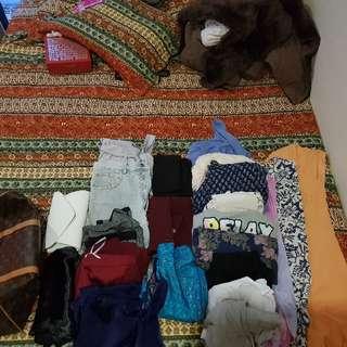 bulk lot clothing 20+ items  !!