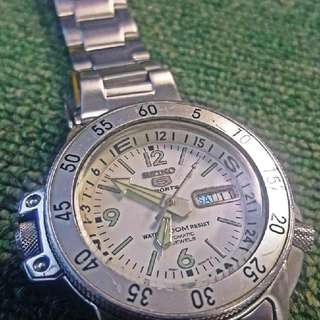 Seiko White Atlas SKZ207
