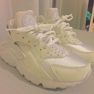 Nike Air Huarache Size 6
