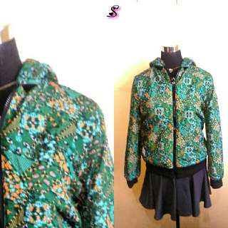Green printed jacket with removable hood