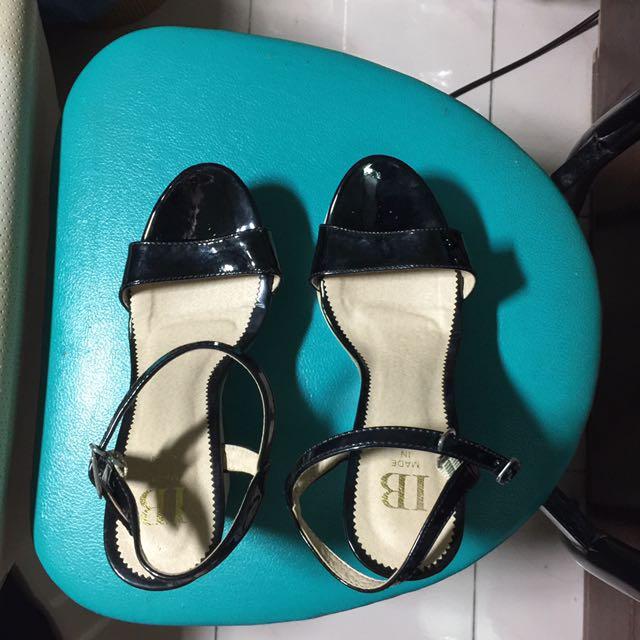 全新黑色楔型涼鞋23.5