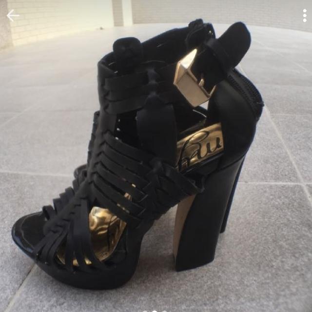 香港購入 高跟涼鞋 帥氣 個性 軟皮革 37號 23.5