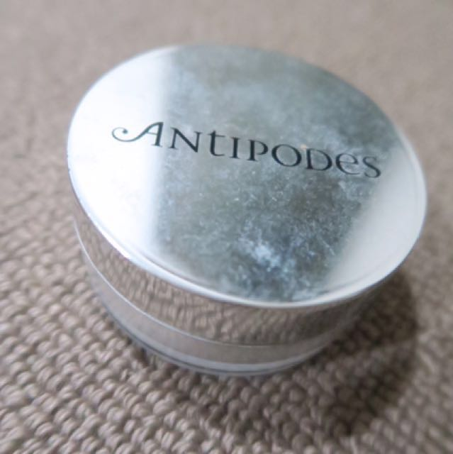Antipodes Translucent Loose Setting Powder