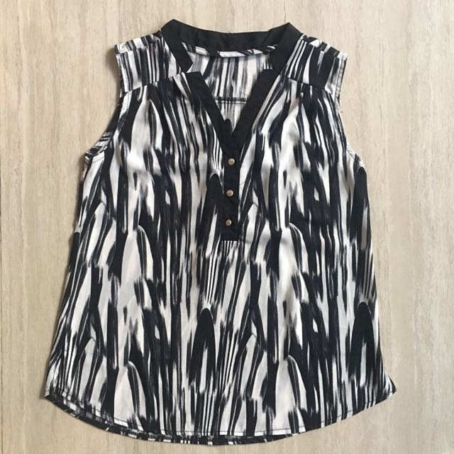 Black and white top sleeveless