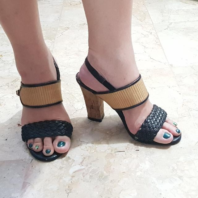 black heels charles n keith size 35