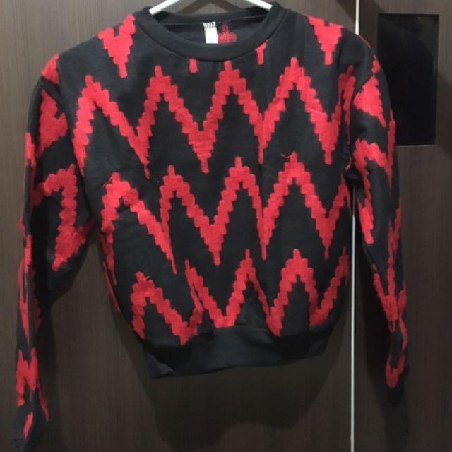 Black red sweater
