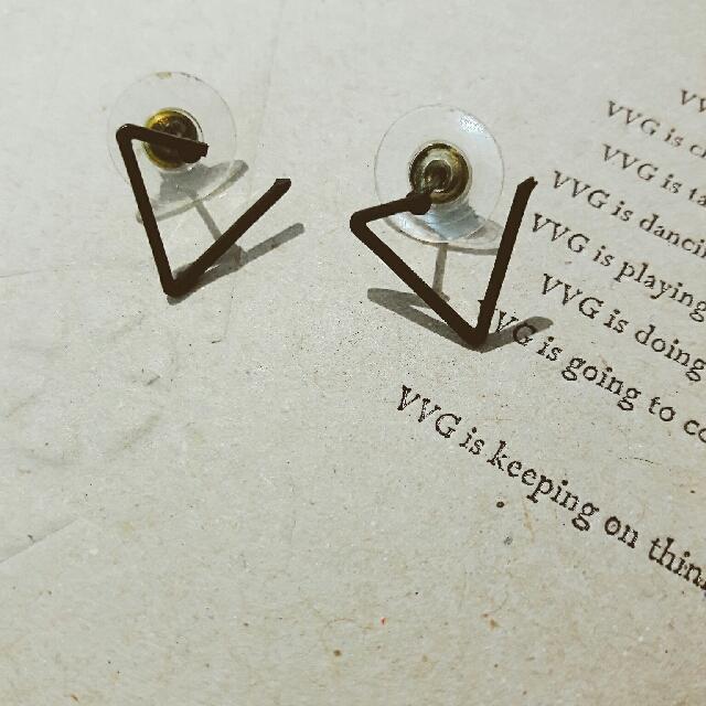 CAGE】簡約設計感三角耳環