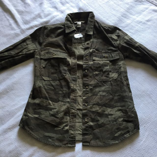 CAMO BUTTON UP SIZE SMALL