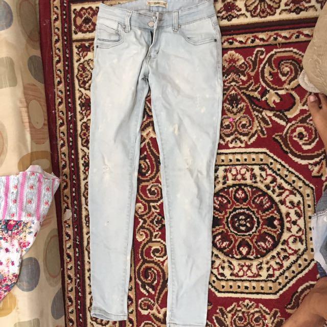 Celana jeans ada