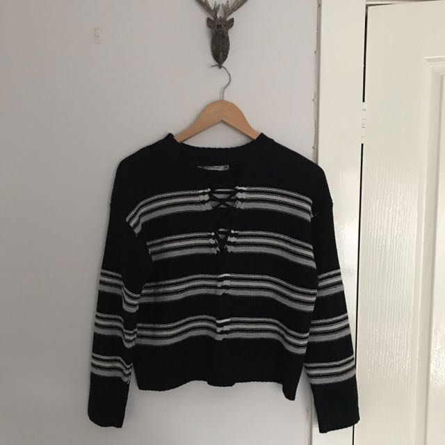 Knitted crop jumper with front stitching