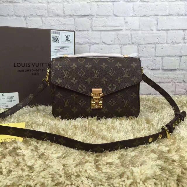 Louis Vuitton Pochette Metis Cross Body Bag