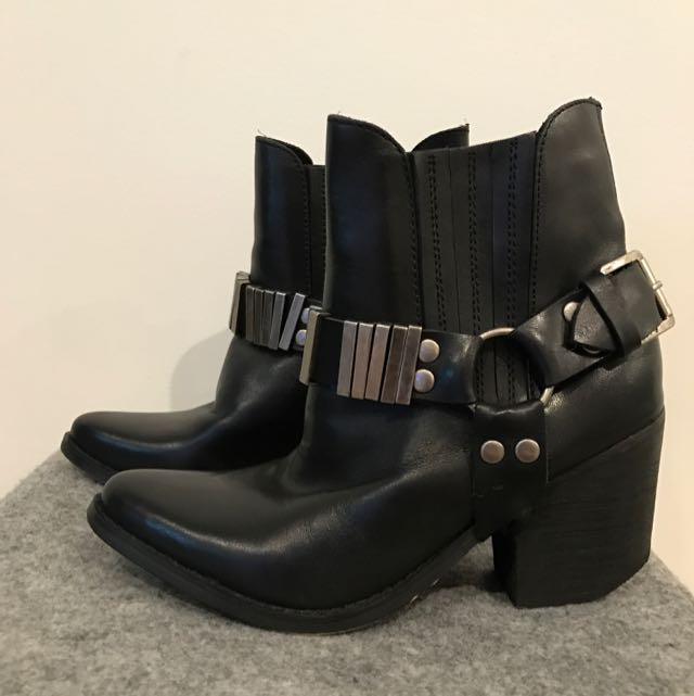Never Worn Leather Urge Boots Size 36