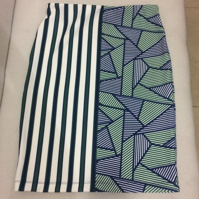 Patterned Green Pencil Skirt