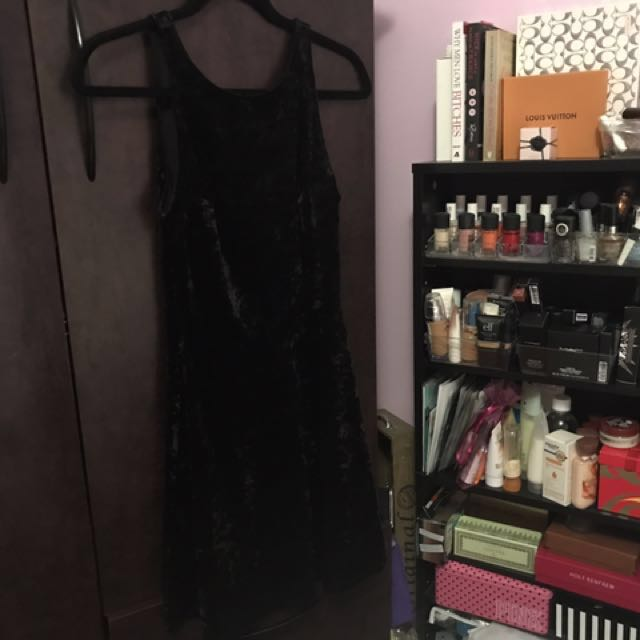*PRICE DROP* H&M Crushed Velvet Dress