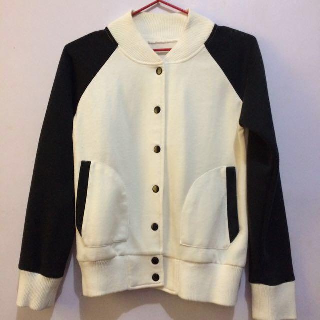 Repriced❄️Black & White Bomber Jacket/ Sweater