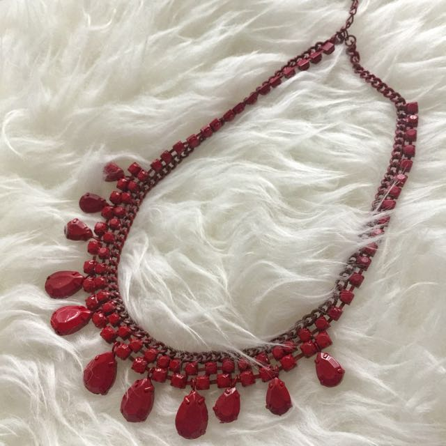 ROUGE Statement Necklace