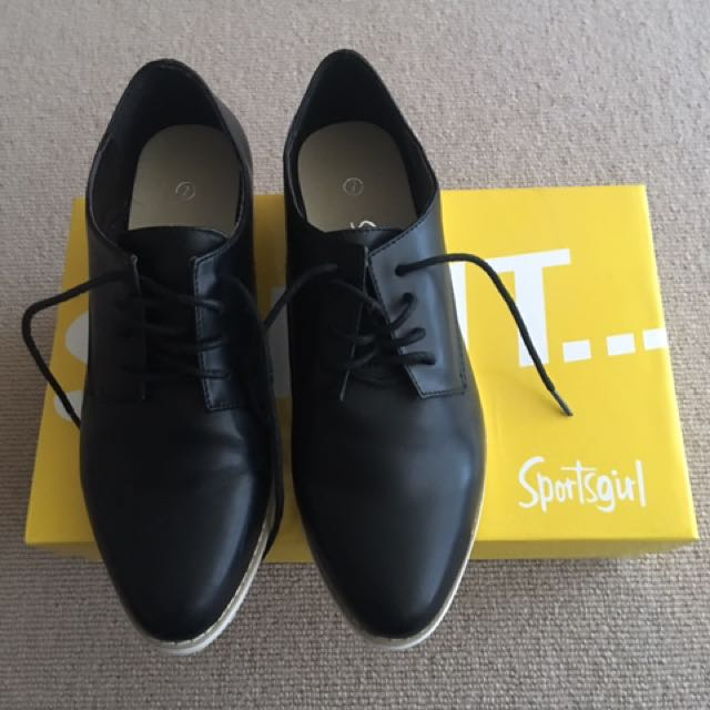 Sportsgirl black leather shoes size 7