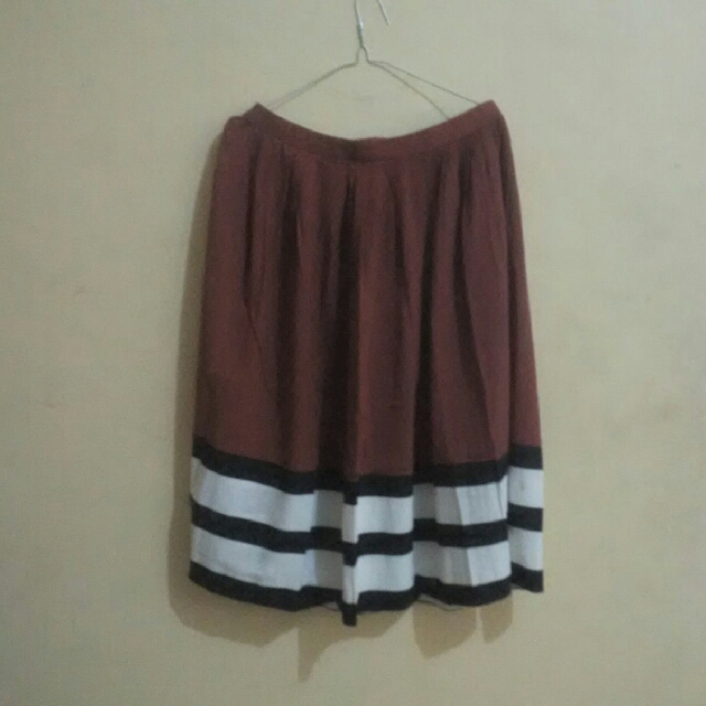 the executive flare skirt M