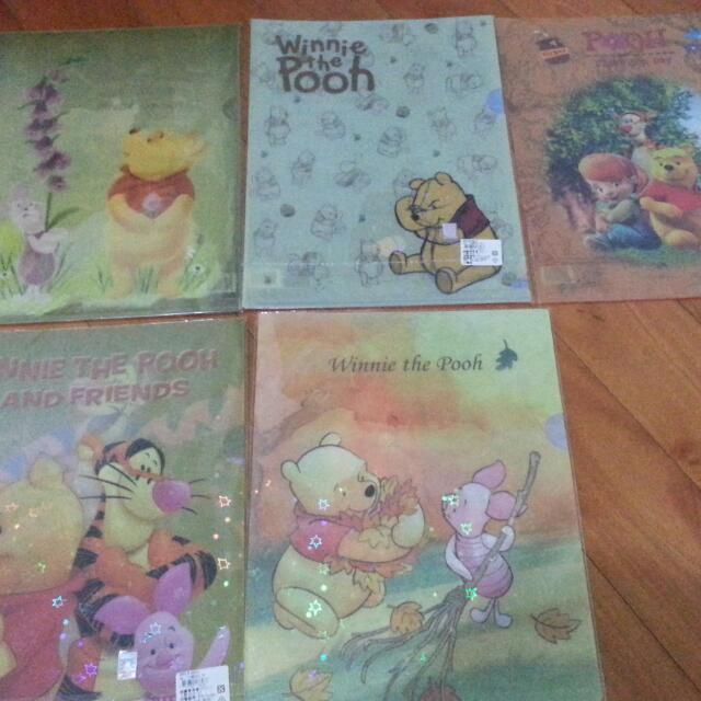 迪士尼Winnie the pooh A4文件夾 厚版 品質優。