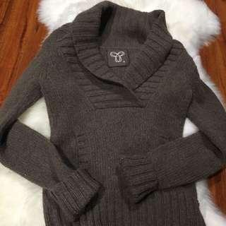 Aritzia TNA sweater brown colour size Small