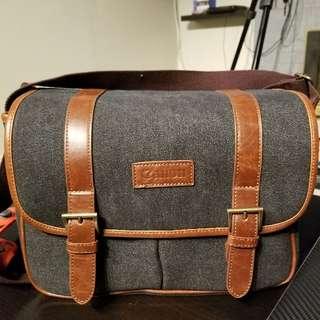 10/10 condition canon messenger camera bag