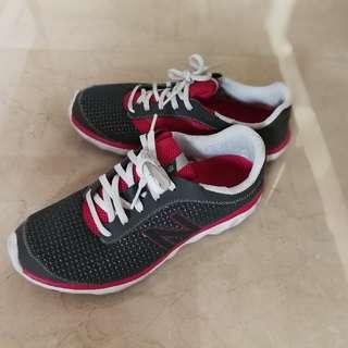 new balance sport shoe