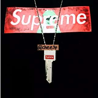 *NEW* Supreme Keychain / Knife