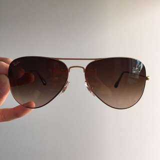 AUTHENTIC RAYBAN AVIATOR FOR MEN!