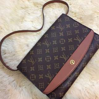 💯 Authentic LV Vintage Leather Handbag