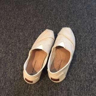 Toms style canvas shoes US 6 - 7