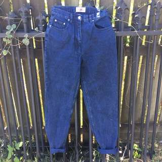 ⚡️ Vintage high waisted mum jeans. ⚡️